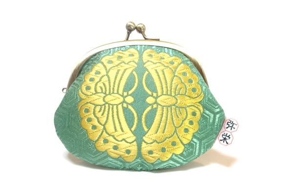 A green coin purse with a heian design.