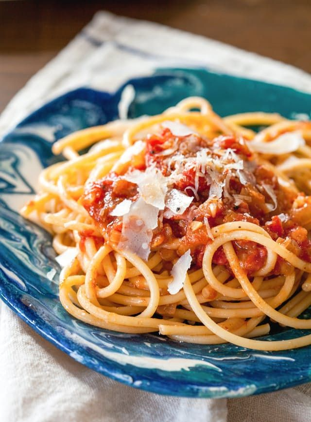 Forget jars of red sauce — homemade marinara is where it's at. This tomato sauce takes 20 minutes to make and requires zero planning. If marinara doesn't already have a spot in your stable of easy weeknight recipes, it will soon. Here's a step-by-step look at how to make this super-simple sauce.
