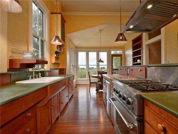 A Small Texas Farmhouse Built In 1895 Old Farmhouse Kitchen Country Kitchen Farmhouse Kitchen Cabinets For Sale