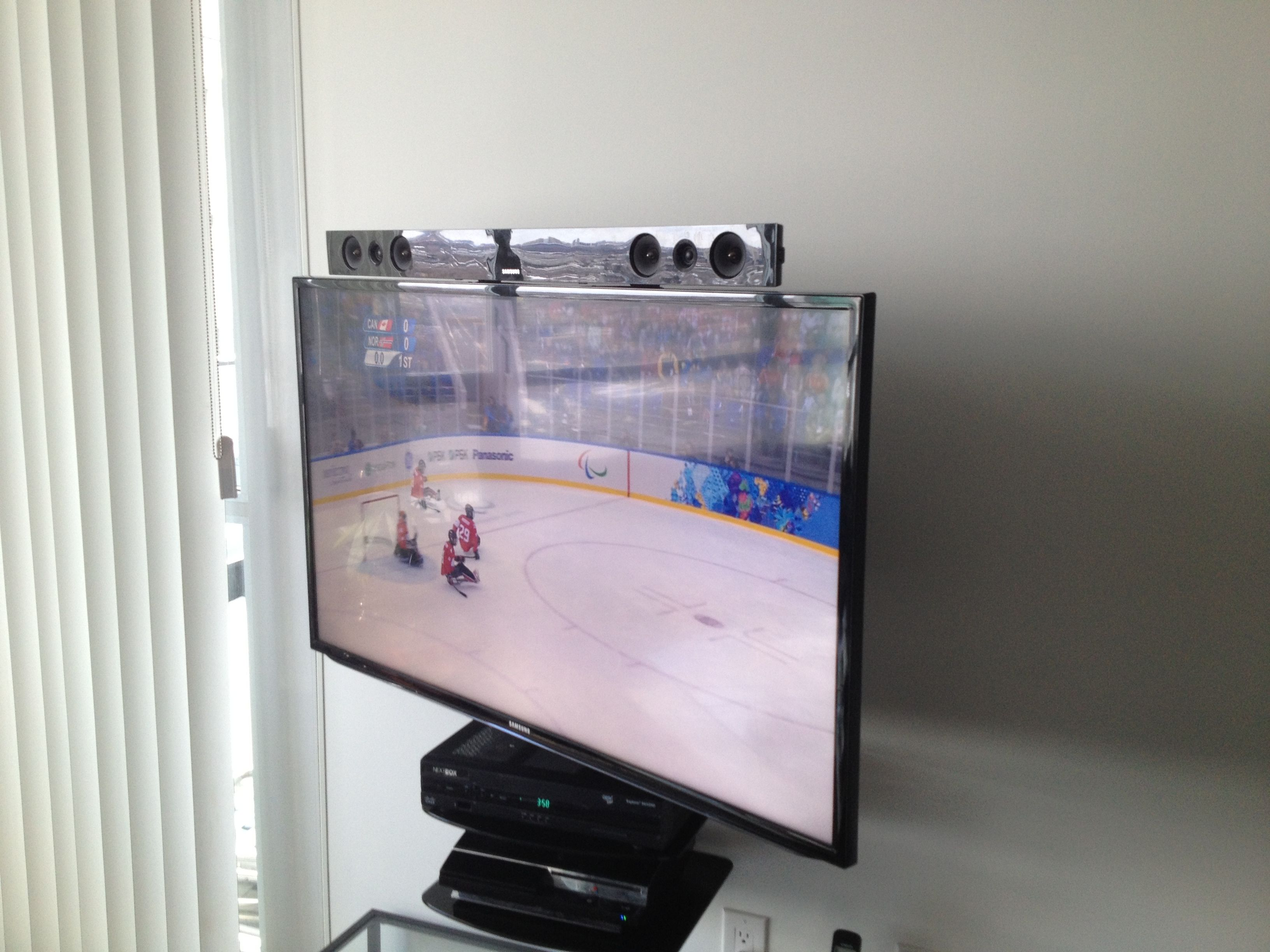 Samsung Sound Bar Mounted To The Tv Using Sound Bar