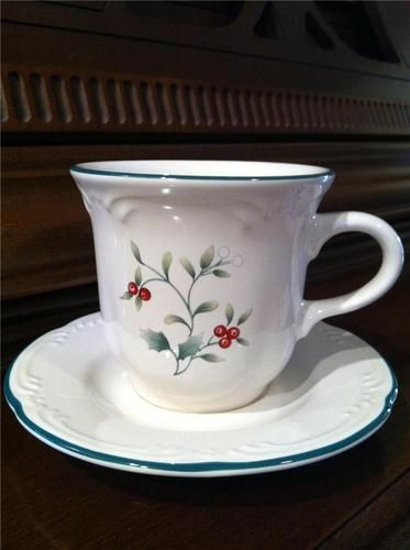 Winterberry By Pfaltzgraff 6 Cup Amp Saucer Sets Holly