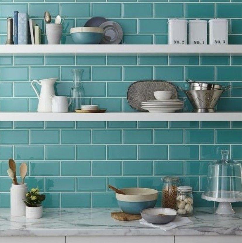 Linea New York De Acuarelaceramicas Ambientes Con Estilo Moderno Sin Perder El Encanto Del Pasa Decorar Cocinas Pequenas Azulejo De Cocina Cocinas Azulejos