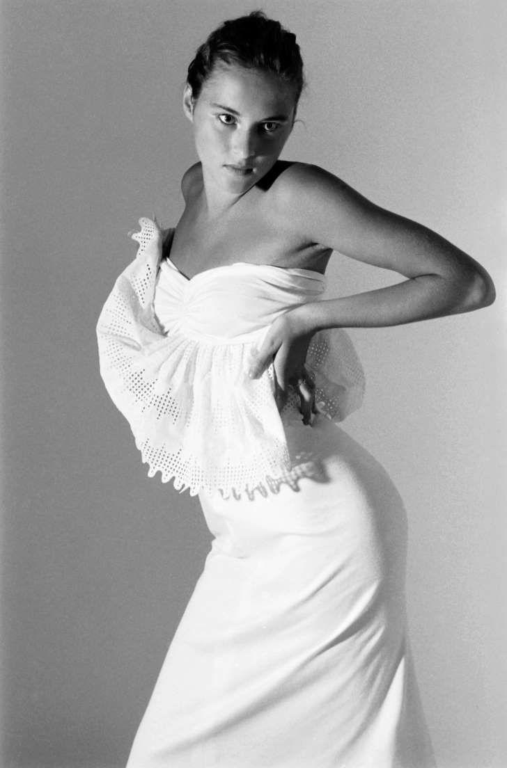 See Photos Of Melania Trump Modeling At Age 16 Melania Trump Model Trump Models Melania Trump Young