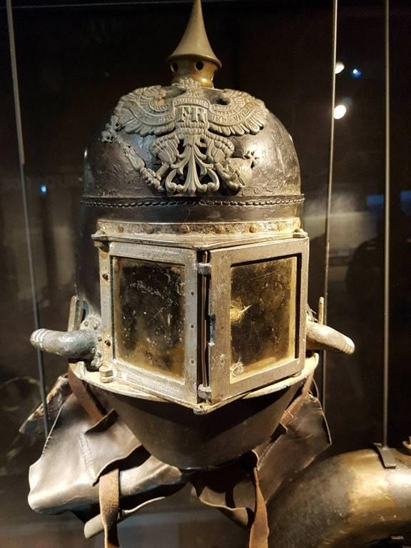 kompanie mutter beakedwhalesyo sixpenceee helmet of a