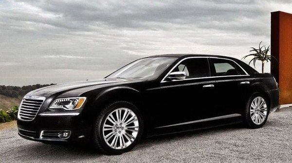 Best Looking Full Size Sedans for 2013 Chrysler300