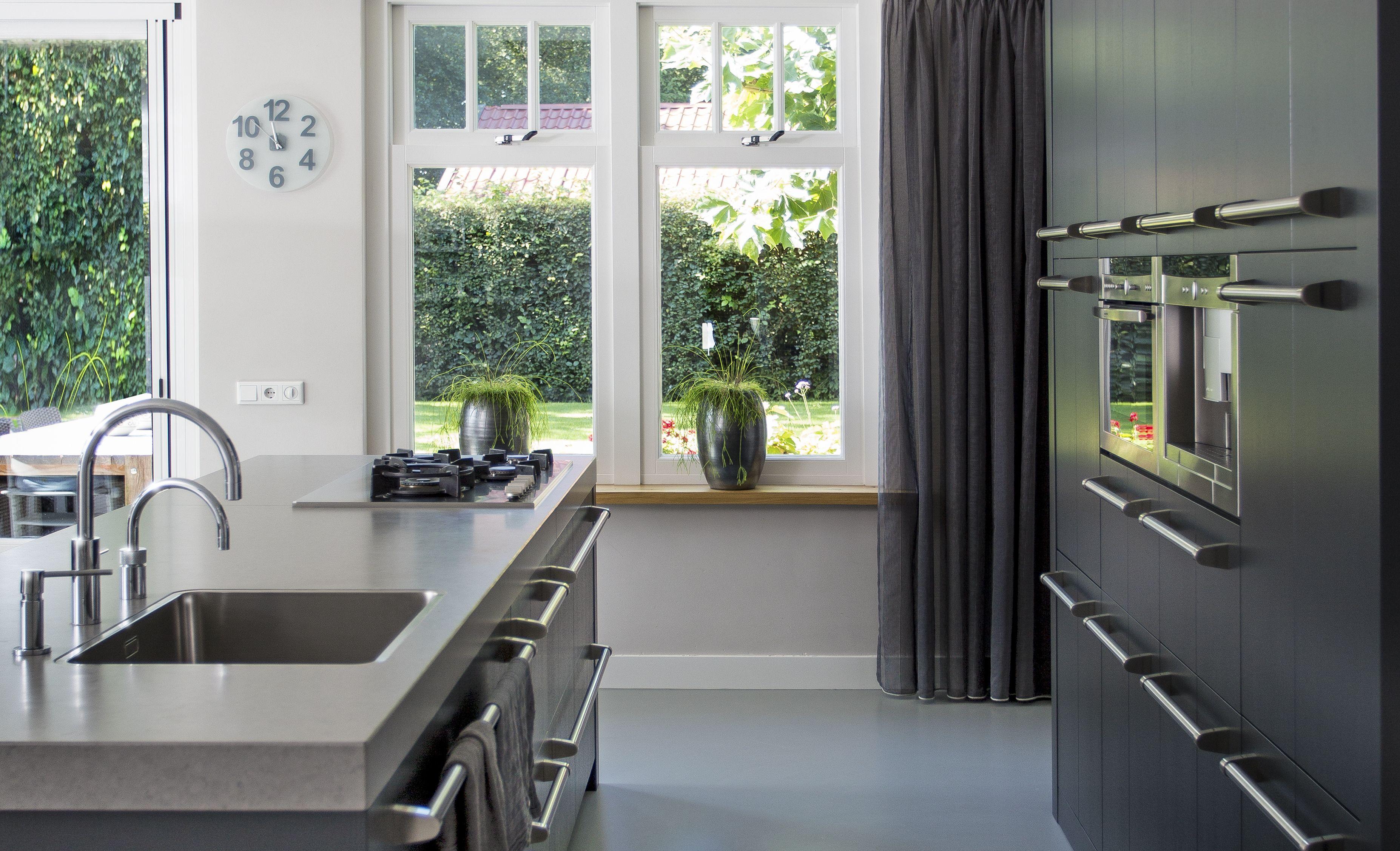 Stoere Keuken Grey : Stoere houten keuken met robuuste greep. in deze unieke ral kleur te