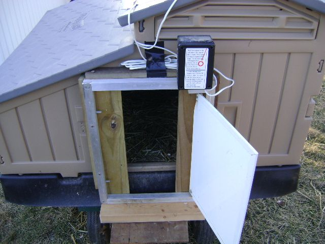 The Automatic Chicken Door (How To Install On The Snap Lock Plastic Chicken  Coop)