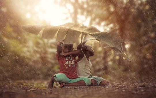 Fotografias retratam pureza de crianças brincando