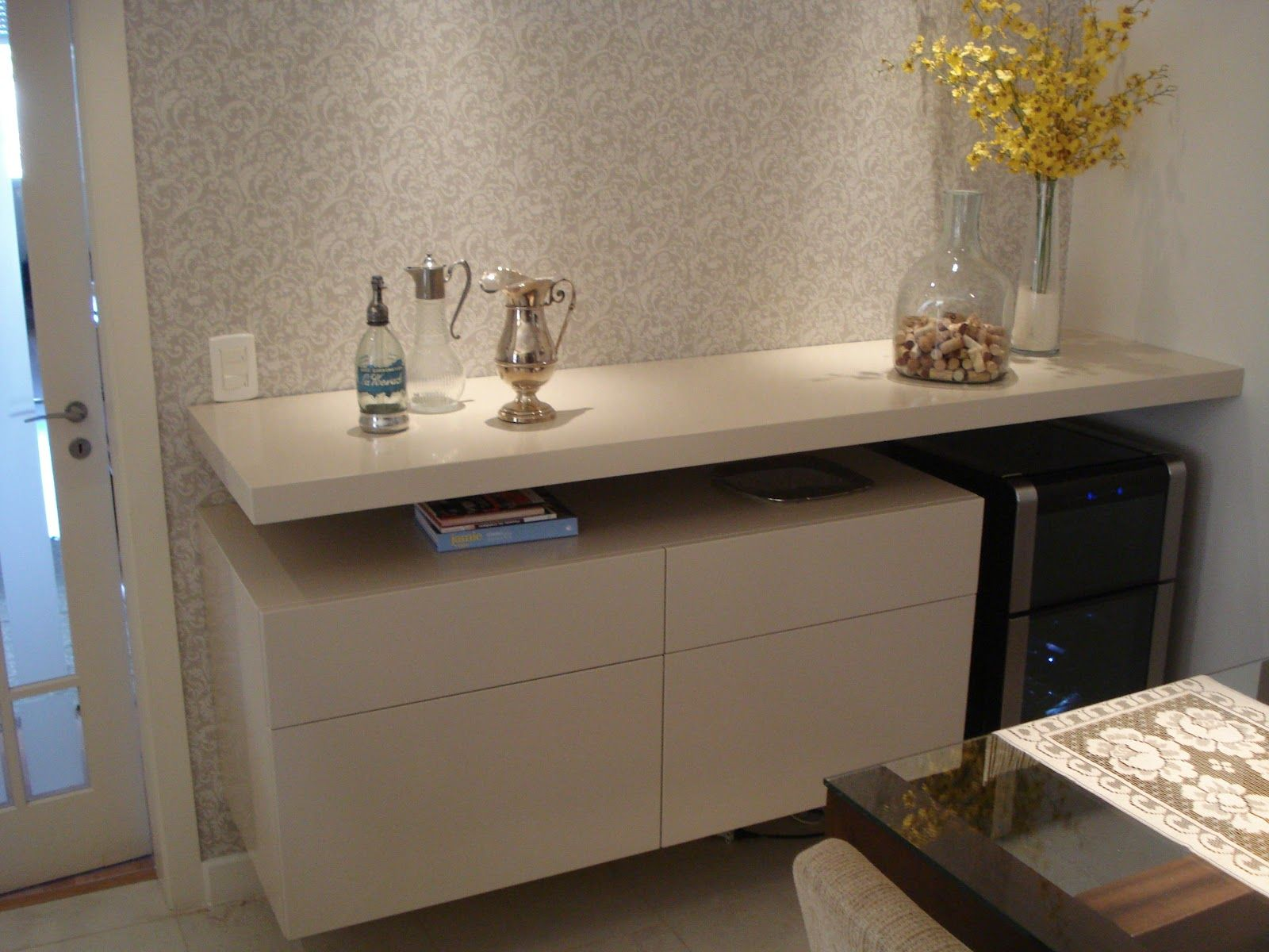 Buffet Com Adega Para A Sala De Jantar Www Julianabaumhardt Com Br  -> Modelo De Sala Pequenas Com Espelho E Aparador