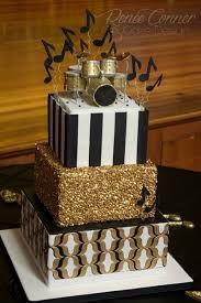 Resultado de imagem para black white and gold cakes