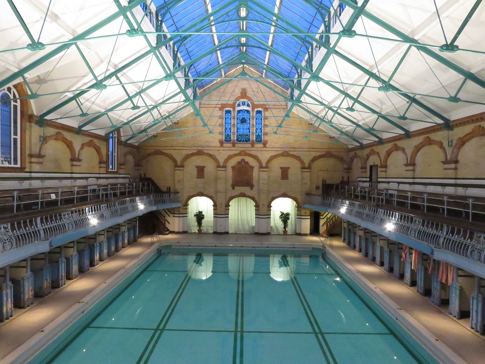 9 Spectacular Public Swimming Pools In The Uk Pools Swimming Swimming Pools Victoria Baths