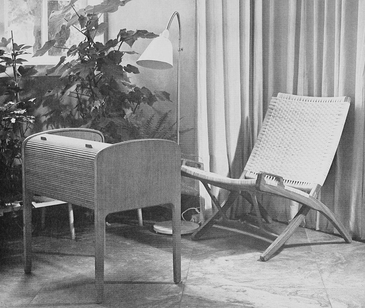 121 Hans Wegner Folding Chairs Pair