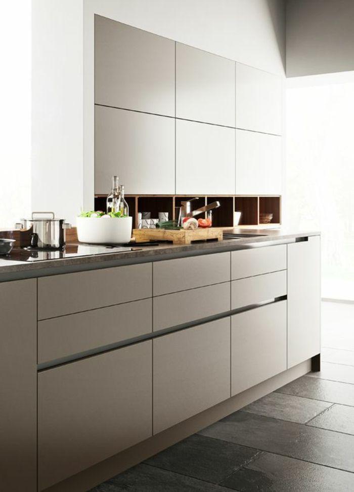 cocina-blanca-y-gris-cocina-pequeña-balsa-estrecha-ventana-grande ...