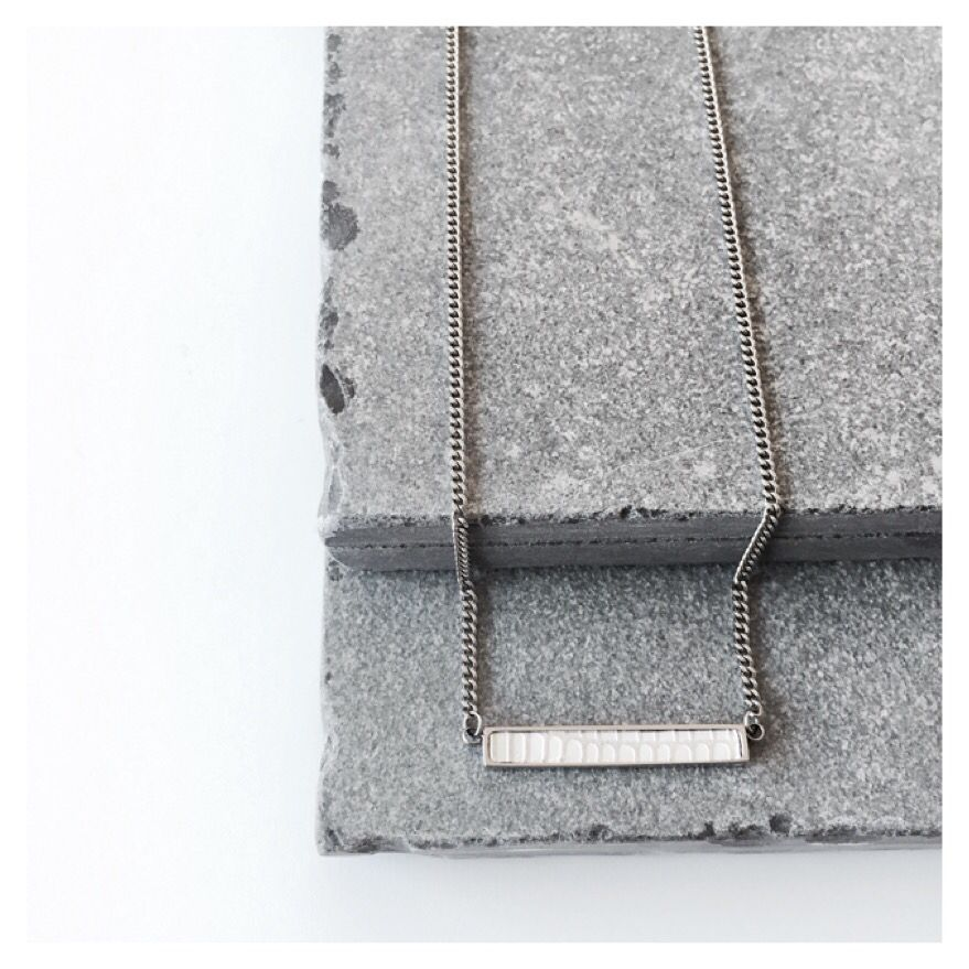 e2c35bf5000 Tiny bar necklace white Lizard inlay | www.bandhu.eu | F L A T L A Y ...