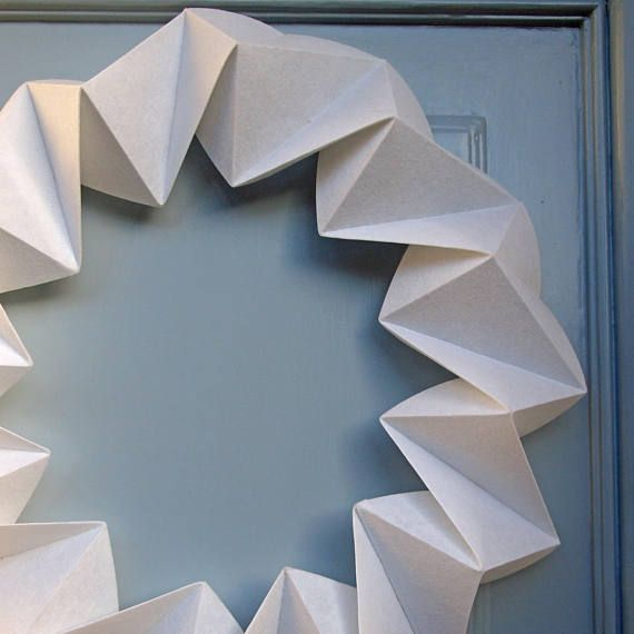 Handfolded from a white non woven textile this origami door wreath is a Christmas decoration to ... - photo#28