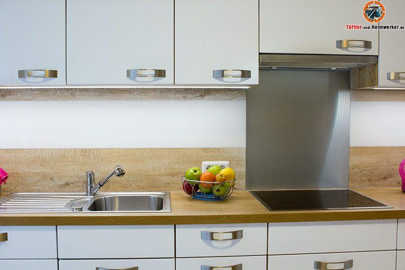 Der übliche Fliesenspiegel über der Arbeitsplatte einer - küchen arbeitsplatten obi