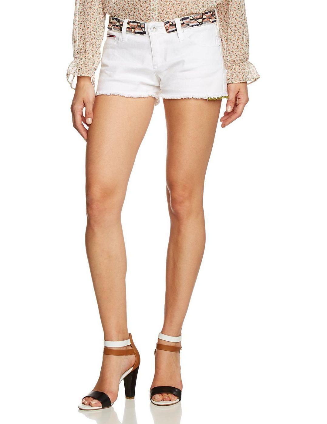Die süße Short von Hilfiger Denim begeistern durch ihren Look. Sommerlich leicht. 100% Baumwolle...