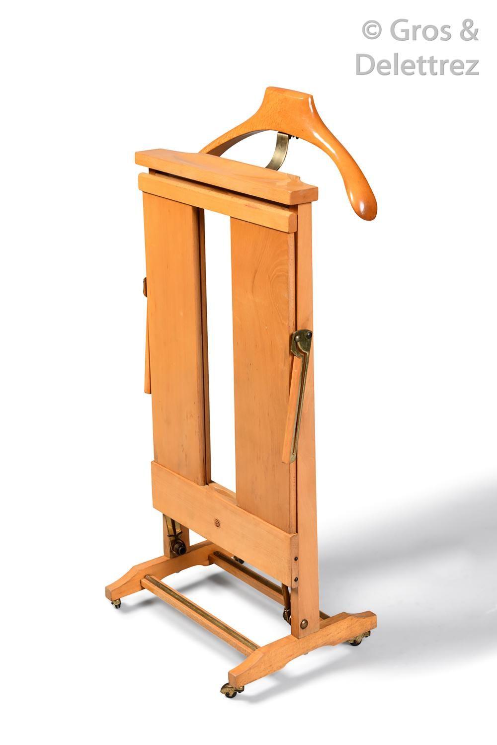Ico PARISI (1916-1996) Valet de nuit en bois blond | Auction ...