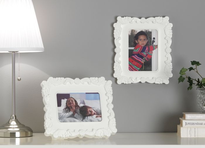 Ако решиш, че цяла спалня в романтичен стил не е точно за теб, но все пак харесваш нежните мотиви от стила - рамка KVILL е дискретната декорация за теб. http://www.ikea.bg/home-decoration/Photo-frames-and-art/Photo-frames/13535/14666/