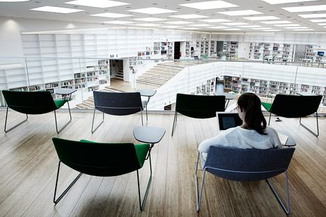 Dalarna Media Library by Adept. Fijne stoelen!