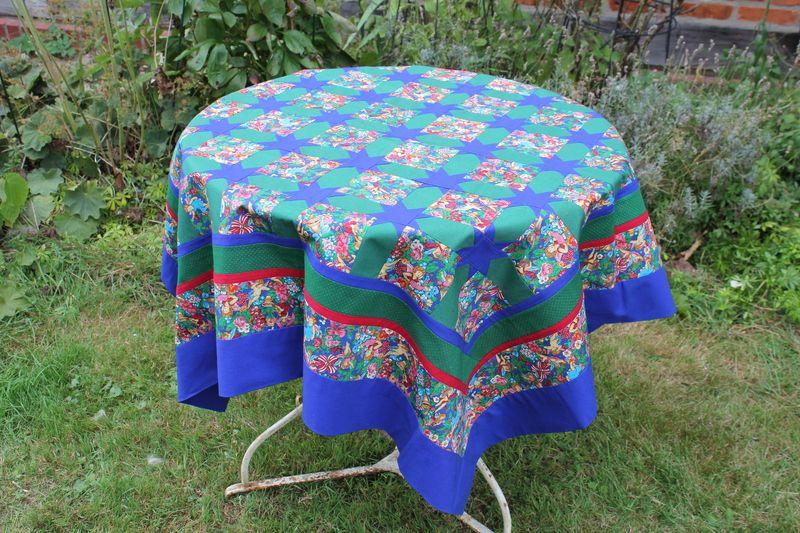 Quilts & Patchwork - Tischdecke Weihnachten Patchwork klassische Farben - ein Designerstück von rundlingswerkstatt bei DaWanda