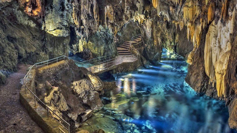 La Cueva De Los Desnudos De Huelva Espana Ocholeguas Elmundo Es Gruta De Las Maravillas Cueva De Las Maravillas Lugares Increibles