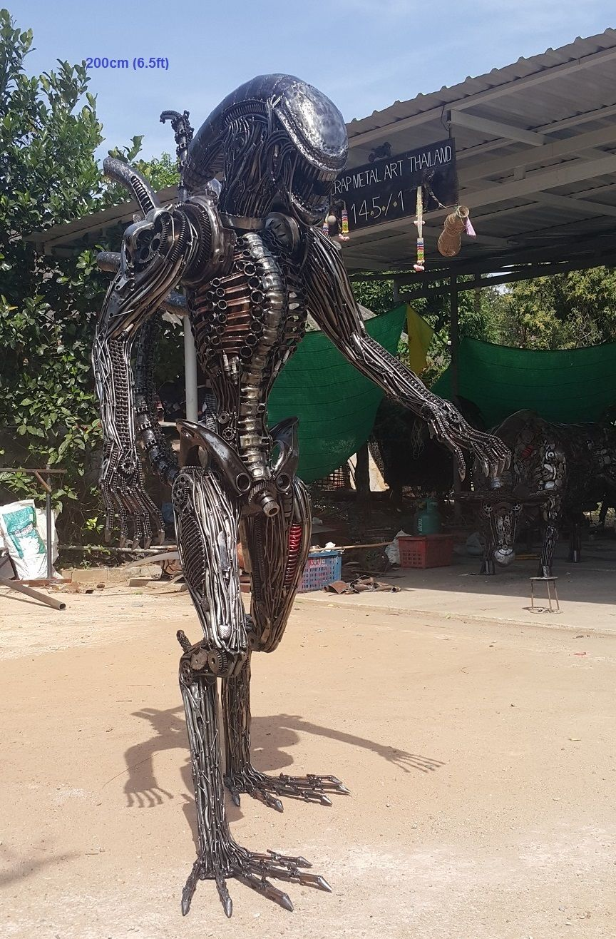 Alien Statuesculpture Lifesize Scrap Metal Art Metal Welding - Artist creates incredible sculptures welding together old farming equipment