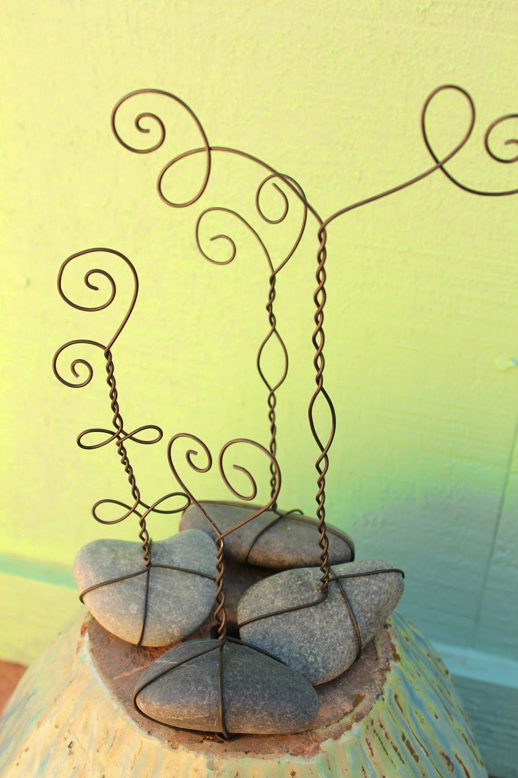 LilyGirl Jewelry DIY Wire Photo Stands Diy jewelry