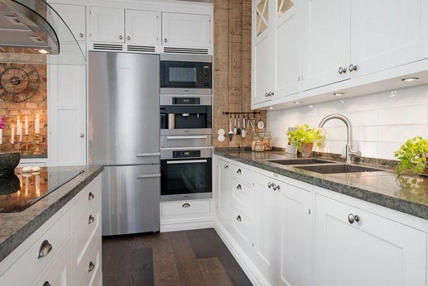 Zdjecie Skandynawska Biala Kuchnia Ze Scianami Z Desek I Czerwonej Cegly Kitchen Design Kitchen Style Home Decor Kitchen