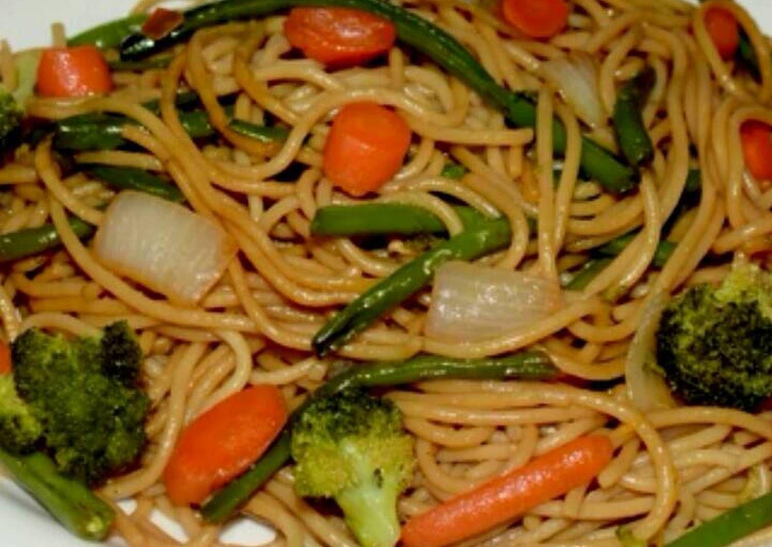 Fideos Chinos Con Verduras Receta De Pamela Salvador Receta Fideos Chinos Receta Espaguetis Vegetarianos Recetas Con Fideos