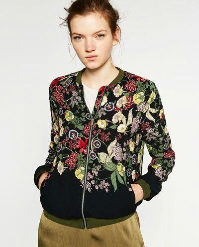 Bomber floral de Zara