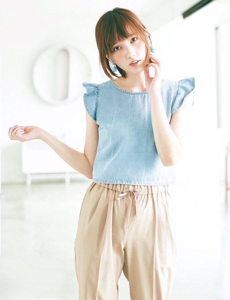 ブルーの服装を着ると爽やかになる本田翼さん