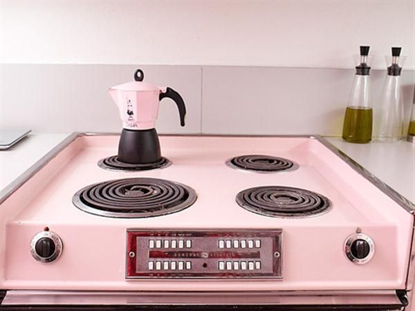 Julie and Iker\'s Surprise Pink Kitchen in Marina City | Pinterest ...