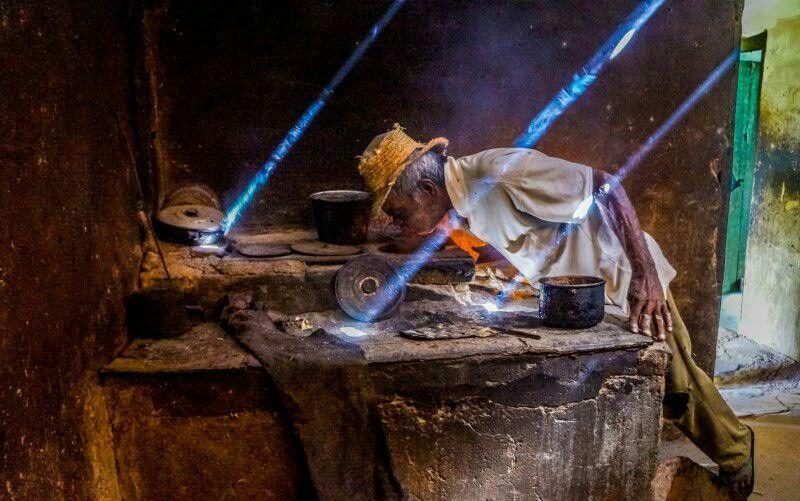 Homem em zona rural da cidade de Ruy Barbosa, Bahia. Flagra de Noilton Pereira de Lacerda. A imagem é a vencedora do dia no Concurso Cultural Sua Foto. Envie agora suas melhores imagens (clicando no link http://abr.io/envie-sua-foto-aqui) e você pode ser o escolhido do dia e até o vencedor do mês, com sua imagem publicada na revista National Geographic Brasil! Confira a galeria completa de agosto http://abr.ai/1eHsA4j