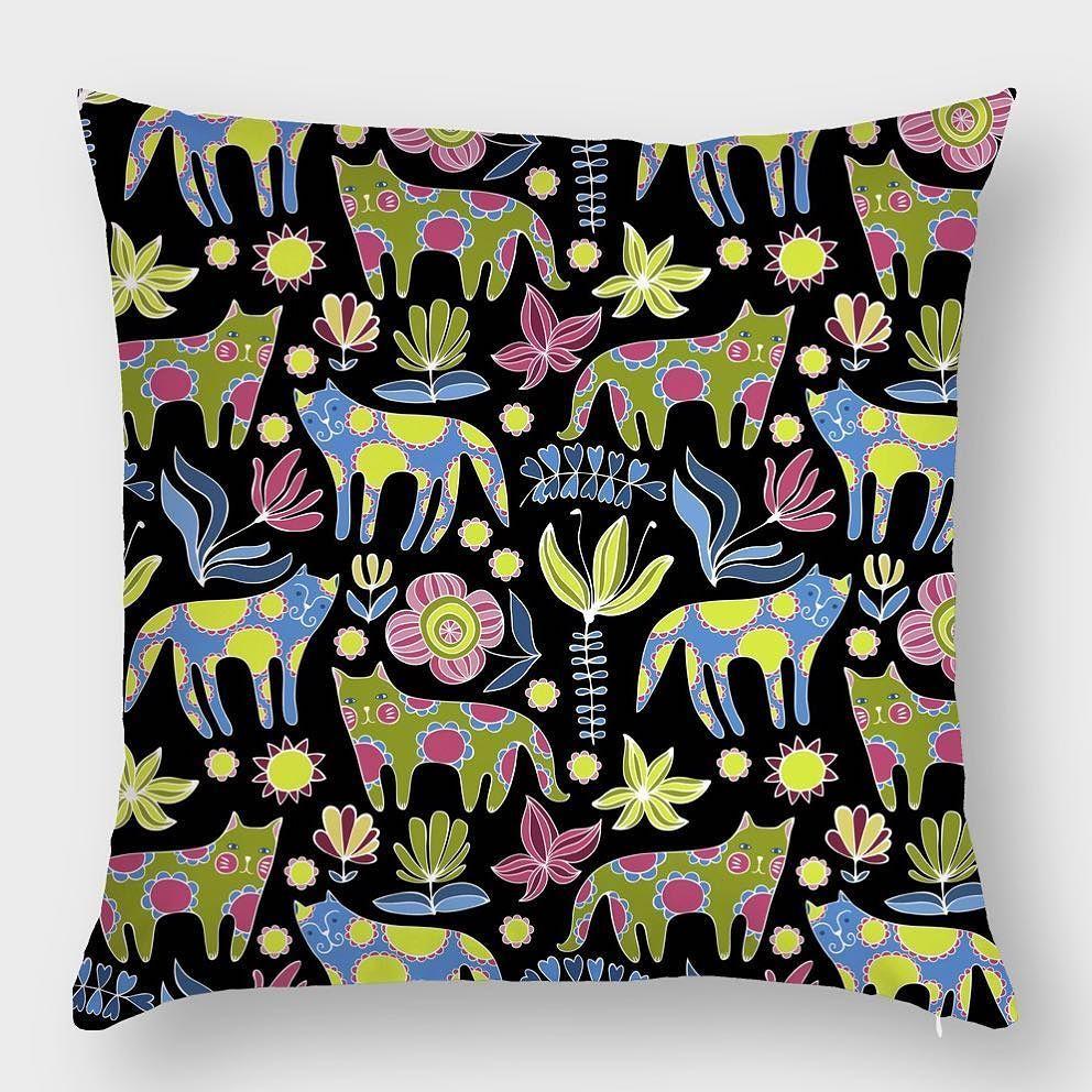 А вы уже видели новый принт с котиками? Восторг Он представлен на текстиле кейсах и обложках Hipoco. Для заказа набирайте в поиске котики Автор @shanty_art. #hipoco #hipocopillow#hipocoanimals#art#draw#cat#cats#catsofinstagram#catstagram#illustration#pattern#pillow#graphics#digitalart#подушка#иллюстрация#кот#коты#котик#рисунок#узор#textiles#котэ#цветы#узор hipoco.com
