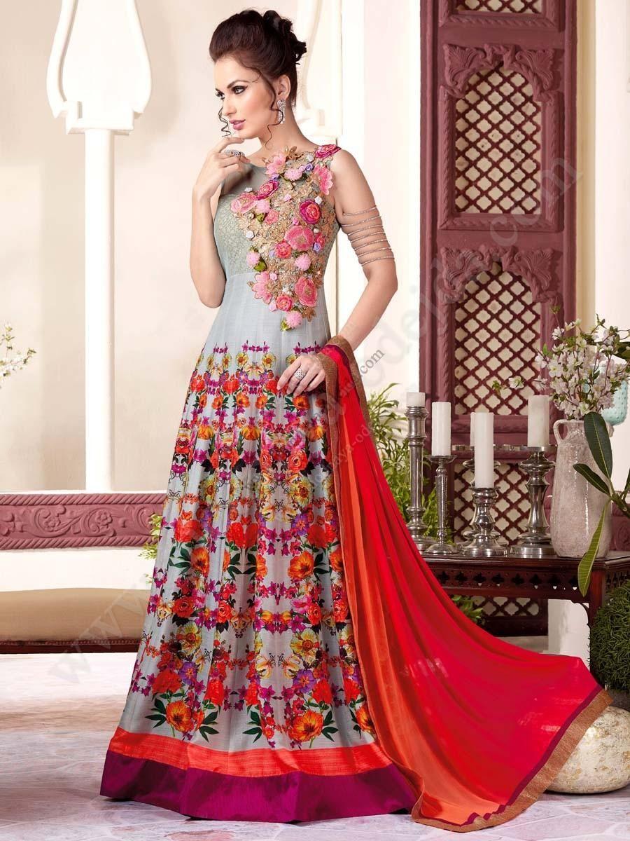 Серое роскошное длинное платье в пол, без рукавов, украшенное вышивкой скрученной шёлковой нитью с люрексом и пайетками