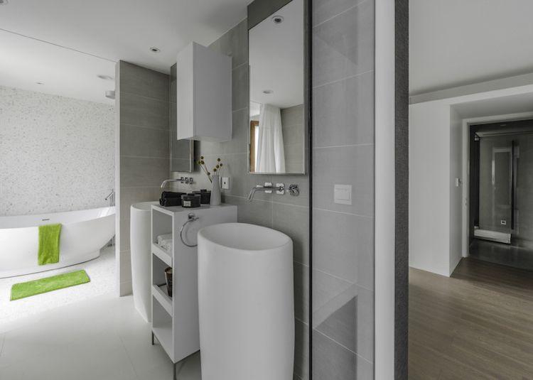 farbe-grau-badezimmer-waschsäule-weiss-modern-minimalistisch - badezimmer modern grau