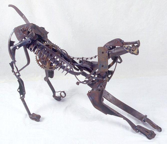 Arta lui Sayaka Ganz | Metal sculpture, Metal tree, Scrap ...