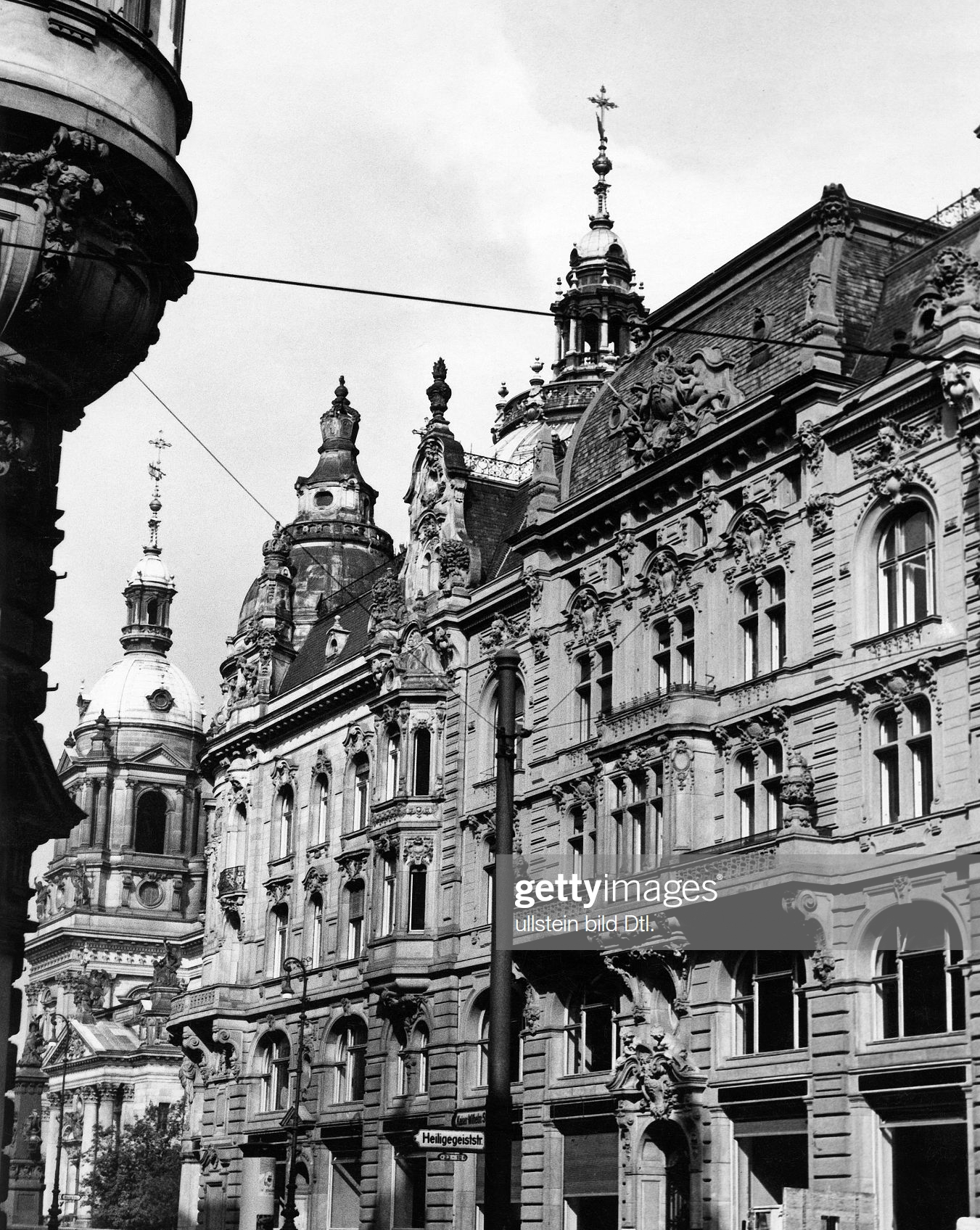 Berlin Kaiserstrasse Source Getty Images In 2020 German Architecture Architecture Photography Berlin Street