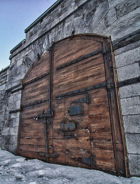 Old Wooden Door.jpg | Otel giriş kapısı | Kanada und Haus on