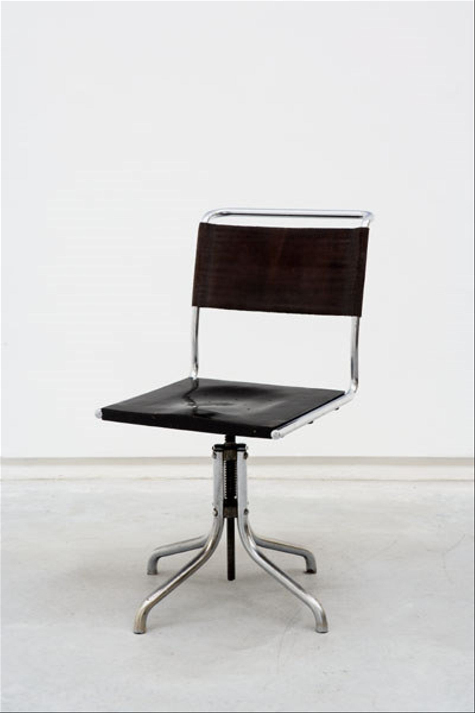 9: MARCEL BREUER EARLY SWIVEL CHAIR, MODEL NO. B7, C on