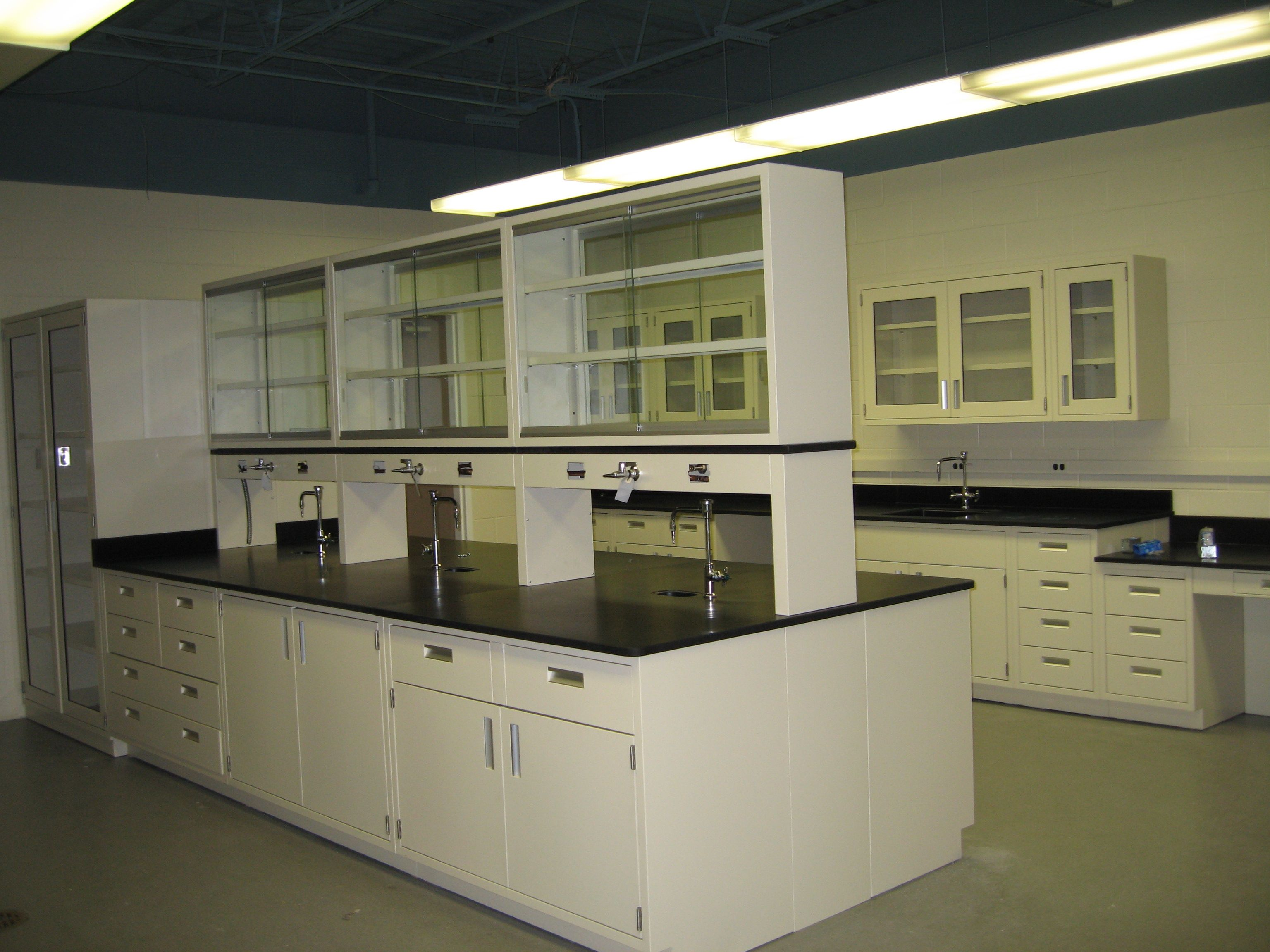 Laboratory with office cubicles. | Steel Laboratory Furniture ...