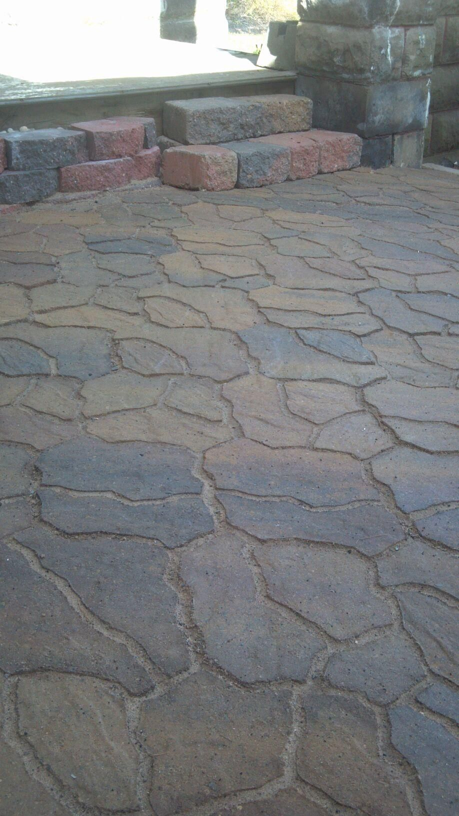 More Flagstone Fun Siena Flagstone From Menards Border Was Done With Crestone Ii Reatining Wall From Menar Home Garden Design Patio Landscaping Patio Design