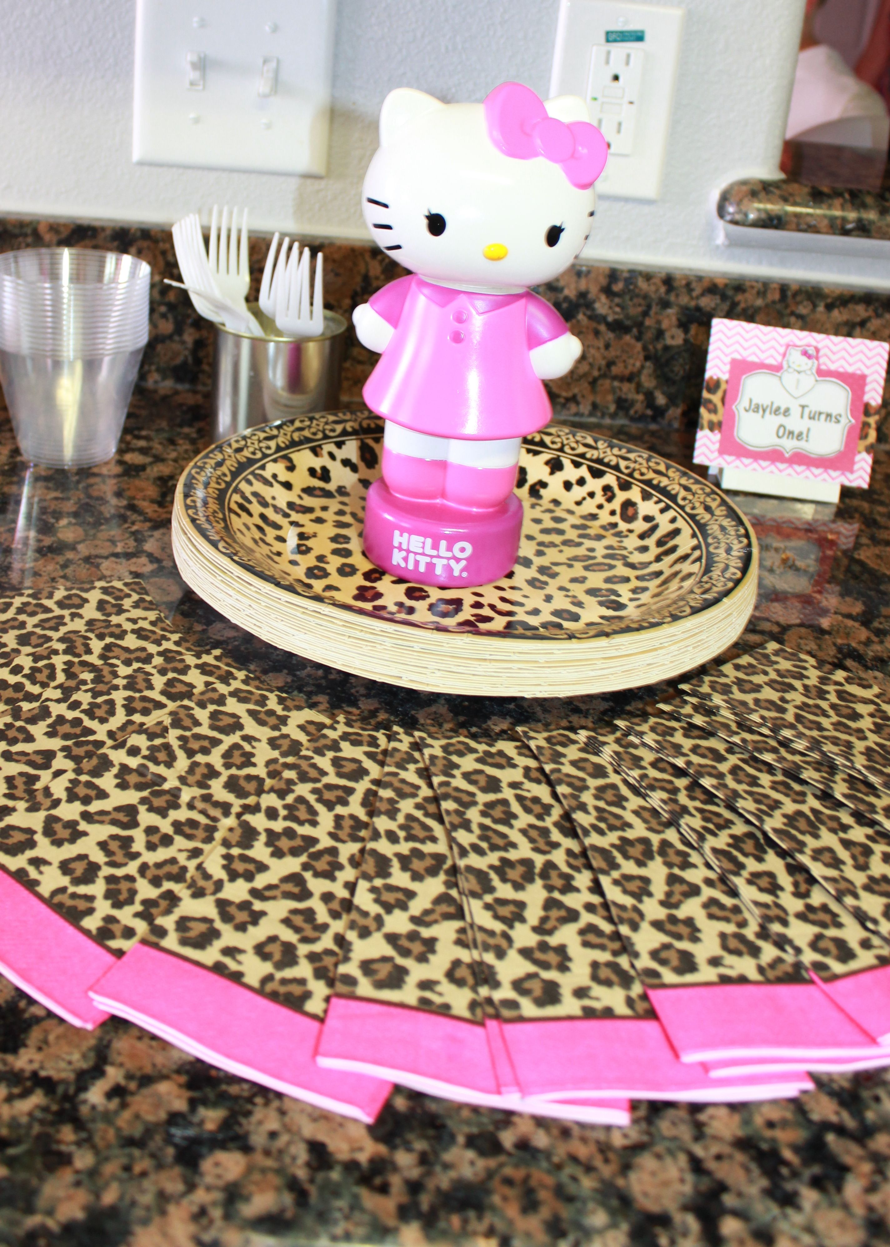 hello kitty cheetah birthday cute way to display plates and