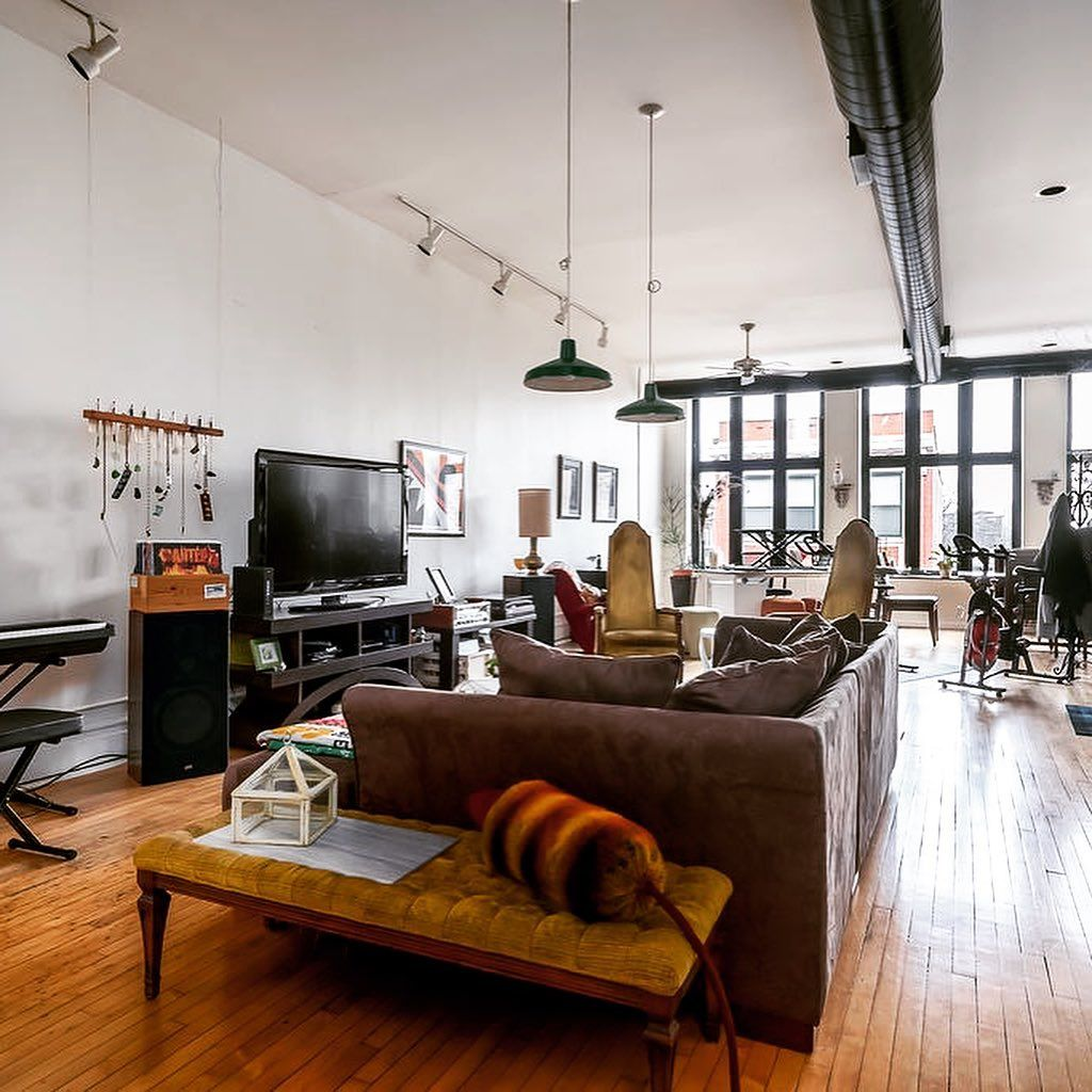 Airy Loft Apartment In Chicago Perfect For A Live Work Space In 2020 Loft Apartment Loft Style Apartments One Bedroom Apartment