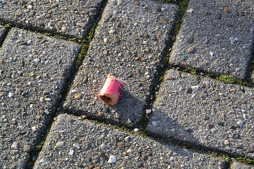 Der Kater nach Silvester - Diese Bilder sollen nur den Kater nach Silvester anhand des hinterlassenen Mülls und der Umweltverschmutzung darstellen.