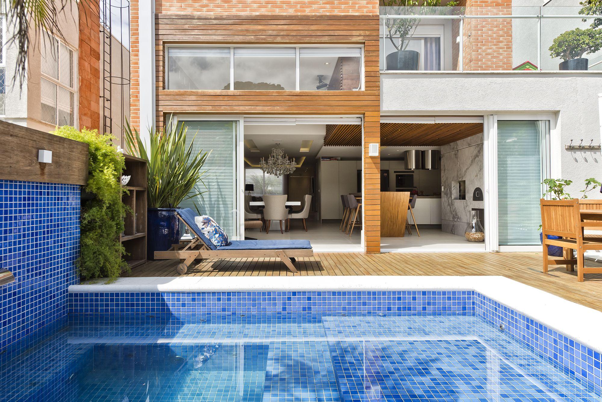 Casa em Curitiba integra as áreas interna e externa