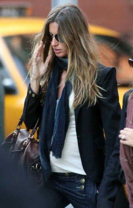Casual look w blazer and scarf