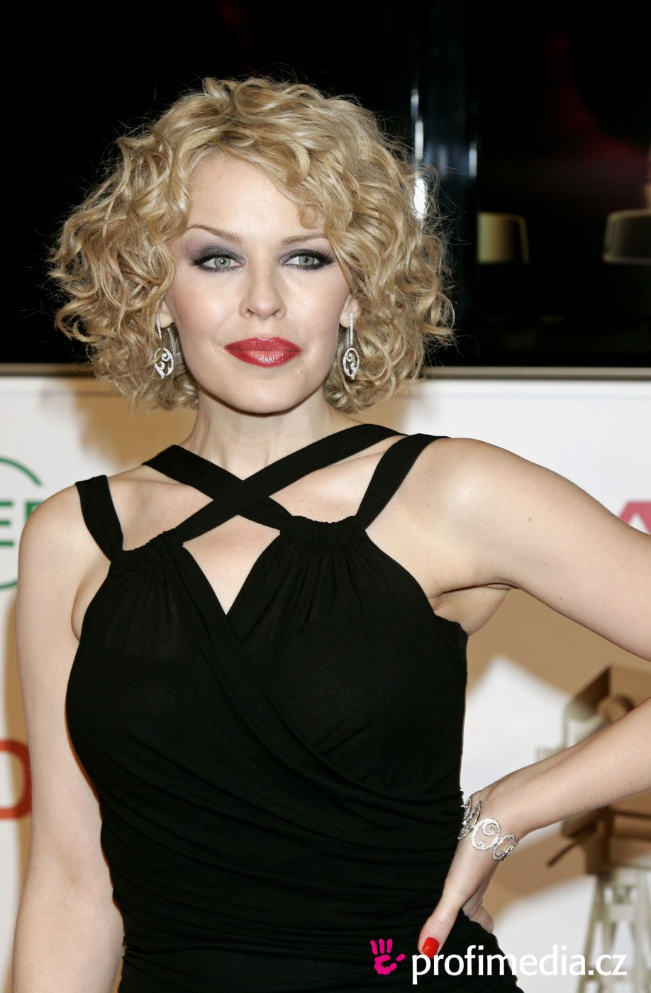 kylie minogue | curly and wavy hair in 2019 | kylie minogue