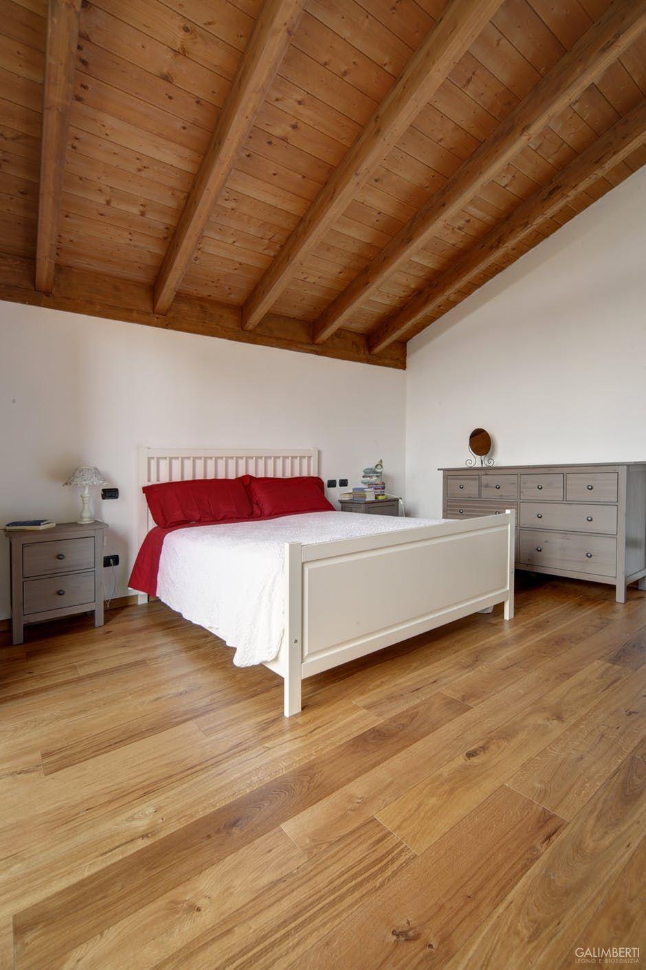 Pavimenti Camere Da Letto Moderne camera da letto con parquet e tetto in legno galimberti